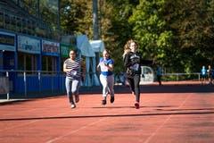 Gebremariam Uliya Yafiet, Selina Zürcher und Lea Kulot aus Willisau beim 60-Meter-Sprint. (Bild: Roger Grütter (Sursee, 25. September 2018))