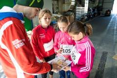 Lisa Arnold, Gina Tolusso und Janine Holenstein aus Rothenburg beraten sich. (Bild: Roger Grütter (Sursee, 25. September 2018))