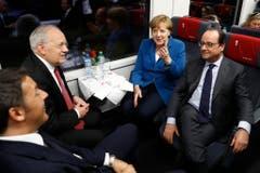 An der Gottharderöffnung fuhr Johann Schneider-Ammann mit dem damaligen italienischen Premier Matteo Renzi, der deutschen Kanzlerin Angela Merkel und dem damaligen französischen Präsidenten François Hollande im Juni 2016 durch den Tunnel. (Bild: Keystone)