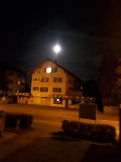 Der Mond wacht über uns. (Bild: Heinrich Inderbitzin (Emmen, 24. September 2018))