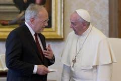 Im Mai 2016 empfing Papst Franziskus Schneider-Ammann zu einer Privataudienz. (Bild: Keystone)
