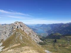 Tolle Fernsicht vom Mändli (2060 m) auf die Berge und den Sarnersee. (Bild: Urs Gutfleisch (Mändli, 26. September 2018))