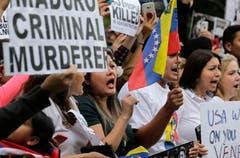 Fünf lateinamerikanische Staaten und Kanada fordern den Internationalen Strafgerichtshof auf, Ermittlungen gegen Venezuelas Regierung einzuleiten. Diese soll Verbrechen gegen die Menschlichkeit begangen haben. (Bild: Seth Wenig/AP Photo)