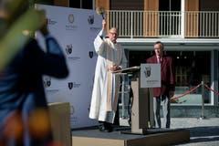 Pfarrer Daniel Bühlmann weiht das Bürgenstock-Resort ein. (Bild: Corinne Glanzmann (Bürgenstock, 28. September 2018))