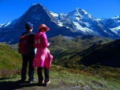 Ganztags kein Wölklein zu sehen in der Jungfrauregion, die Touristen freut's auch. (Bild: Josef Müller (Kleine Scheidegg, 27. September 2018))