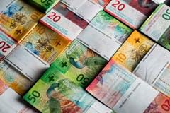 Die Schweizer Volkswirtschaft hat im zweiten Quartal 2018 einen hohen Überschuss erzielt. Sie hat insgesamt 22,1 Milliarden Franken mehr eingenommen als ausgegeben, wie die Schweizerische Nationalbank mitteilt. (Bild: Gabriele Putzu/Keystone)