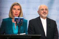 Die EU will mittels einer neuen Finanzinstitution von den USA verhängte Sanktionen gegen den Iran umgehen. Das kündigte die EU-Aussenbeauftragte Federica Mogherini in New York an. Rechts der Iranische Aussenminister Mohammad Javad Zarif. (Bild: Getty Images)