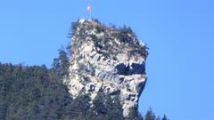 Die Stockfluh schaut mit grimmigem Gesicht ins Tal. (Bild: Hans Steiner (Treib, 28. September 2018))