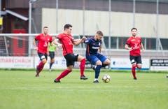Kickers-Spieler Yahia Abaidia (links) gegen Bojan Malbasic vom FC Sursee. (Bild: Manuela Jans-Koch (Luzern, 29. September 2018))
