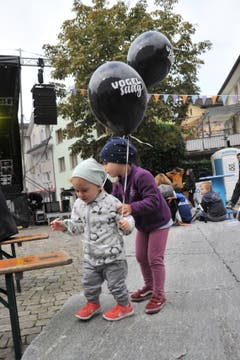 Die Luftballons waren begehrt. (Bild: Urs Hanhart (Altdorf, 29. September 2018)