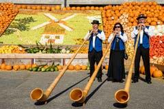 Für musikalische Unterhaltung sorgte u.a. das Alphorntrio Gruess vom Sempachersee. (Bild: Philipp Schmidli (Rothenburg, 30. September 2018))