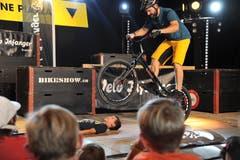 Spektakuläre Trial-Bike-Show, gesponsert von Velo Infanger. (Bild: Urs Hanhart, Altdorf, 8. September 2018)