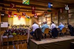Es gilt ernst: Die Blaskapelle Rhybuebe spielt vor der Jury. (Bild: Philipp Schmidli (Weggis, 8. September 2018))