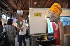 Eine witzige Figur empfängt die Besucher bei der Firma AZI. (Bild: Urs Hanhart, Altdorf, 8. September 2018)