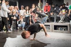 Bei der Swiss Battle Tour im Flon messen sich Breakdancer am Samstagabend in einem Battle. (Bild: Ralph Ribi)