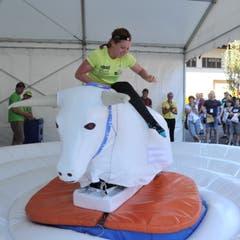 Triathletin Jolanda Annen beim Bull-Riding. (Bild: Urs Hanhart, Altdorf, 9. September 2018)