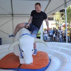 Läufer Ivan Gisler beim Bull-Riding. (Bild: Urs Hanhart, Altdorf, 9. September 2018)