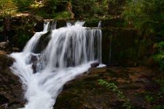 Der fünfte kleine Wasserfall des Giessbach bevor der Bach in den Brienzersee fliesst. (Bild: Karl Odermatt, 9. September 2018)