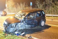 Knutwil - 31. DezemberBei einer Frontalkollision zwischen zwei Autos sind fünf Personen leicht bis mittelschwer verletzt worden. Wegen Fahrens in übermüdetem Zustand wurde einem Fahrzeuglenker der Führerausweis abgenommen.