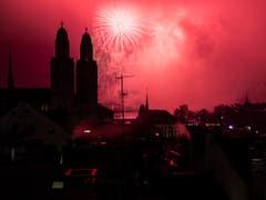 Die Stadt Zürich begrüsst das Jahr 2019 mit Feuerwerk. (Bild: KEYSTONE/ENNIO LEANZA)