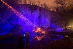Die Lichtprojektion «Atoll» von Niazi & Schwarz am Löwendenkmal. Eine Lichtprojektion am Schweizerhofquai bei Schneefall. (Bild: Urs Flüeler / Keystone (Luzern, 9. Januar 2019))