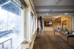 Das Eichwäldli wird notfallmässig stabilisiert. Die Besetzer haben sich in die Wohnräume hinter der Holzwand zurückgezogen. (Bild: Manuela Jans-Koch, 9. Januar 2019)