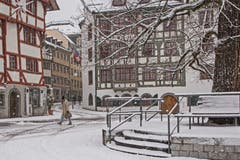 Es flöckelt auf dem Gallusplatz. (Leserbild: Franziska Hörler - 8. Januar 2019)