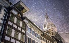 Schneesturm beim Zuger Zytturm. (Bild: Daniel Hegglin, 10. Januar 2019)