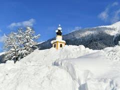 Der Winter treibt es in weiten Teilen Europas auf die Spitze. Kirche von Untertauern (AUT). (Bild: KEYSTONE/APA/APA/BARBARA GINDL)