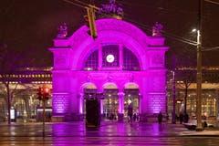 Der Torbogen beim Bahnhof im farbigen Kleid. (Bild: Hardy Konzelmann, 10. Januar 2019)