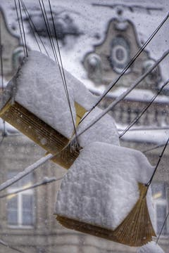 Das verschneite «Ladenschild» der Bibliothek in der Hauptpost. (Leserbild: Katharina Nagy - 10. Januar 2019)
