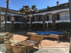 Einen typischen andalusischen Innenhof hat das La Cala Golfhotel Spa de Mijas, wo die Mannschaft des FC Luzern untergebracht ist. (Daniel Wyrsch (13. Januar 2019))