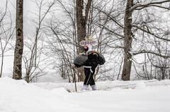 Silvesterchlaus unterwegs im Schneetreiben. (Bild: Stefan Truffer)
