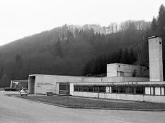 Das Versuchsatomkraftwerks Lucens im Kanton Waadt, aufgenommen am 17. Januar 1989. (KEYSTONE/Str) (Bild: KEYSTONE/STR)