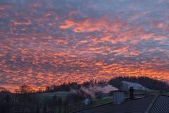 Wunderbares Morgenrot und feuriger Himmel über dem Pilatus. (Bild: Urs Gutfleisch, Malters, 15. Januar 2019)