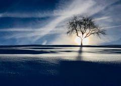 Ein Lichtspiel auf dem Weg nach St. Jost. (Peter Bumbacher (Oberägeri, 16. Januar 2019))