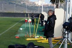 Die St.Galler trainieren und testen unter dem kritischen Blick von Sportchef Alain Sutter.