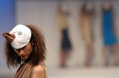Gwand 2002. Special Guest Tran Hin Phu, Basel stellt seine Mode vor. (Bild: Carmela Odoni)