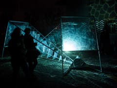 Insgesamt 30 kleinere und grössere Lichtinstallationen sind bis am 27. Januar täglich zwischen 18 und 22 Uhr zu sehen. (Bild: Keystone/ADRIEN PERRITAZ)