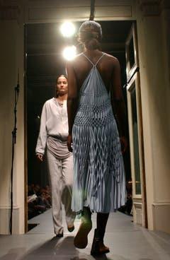 Gwand 2004: Eine Kollektion von Haider Ackermann (Frankreich). (Bild: Eveline Bachmann)