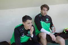Der neue Stürmer Simone Rapp (rechts) mit Vincent Sierro.