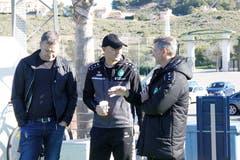 Trainer Peter Zeidler (Mitte) bespricht sich mit Sportchef Alain Sutter. Links Verwaltungsrat Stefan Wolf.