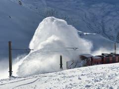 Schneeschleuder der MGB. (Bild: Bruno Leuzinger (Andermatt, 17. Januar 2019))