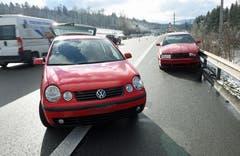 Ebikon - 18. JanuarAuf der Autobahn A14 in Ebikon Richtung Luzern sind zwei Personenwagen miteinander kollidiert. Die beiden Lenkenden wurden verletzt ins Spital gebracht. Der Sachschaden beläuft sich auf rund 8'000 Franken. (Bild: Luzerner Polizei)