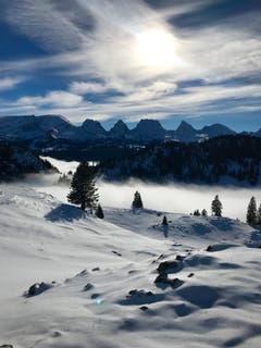 Der Nebel steigt. Sicht vom Windenpass aus Richtung Churfirsten. (Bild: Pia Hollenstein)
