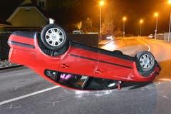 Perlen - 1. JanuarEin Autofahrer hat in Perlen einen Selbstunfall verursacht. Er wurde leicht verletzt. Im Blut wurde einen Atemalkoholwert von 1,76 Promille gemessen. Zudem war er ohne Führerausweis unterwegs. (Bild: Luzerner Polizei)