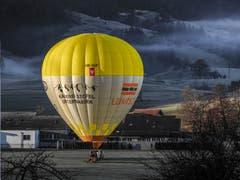 Am Morgen des 1. Januars 2019 geht's in Nesslau zum Start des neuen Jahres in die Luft. (Bild: Renato Maciariello)