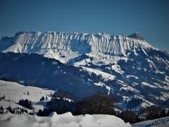 Die wunderschöne Schrattenfluh in der «Winterbekleidung». (Bild: Margrith Imhof-Röthlin (Schallenberg-Höhe, 20. Januar 2019))