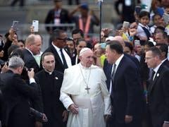 Am Mittwoch haben Tausende Papst Franziskus in Panama herzlich empfangen. (Bild: KEYSTONE/EPA EFE/RODRIGO SURA)