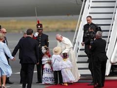 Papst Franziskus ist am Mittwoch herzlich in Panama empfangen worden. (Bild: KEYSTONE/EPA ANSA/ETTORE FERRARI)